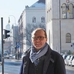 Dr. Stefan Bornemann